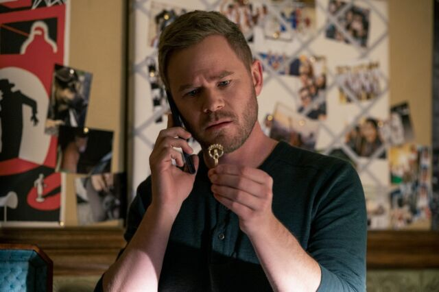 Duncan Locke (Aaron Ashmore) can't remember the magical keys he used as a child.
